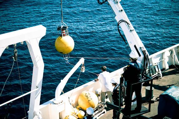 Colocan radares en el estrecho de Gibraltar para mejorar la recogida de vertidos contaminantes