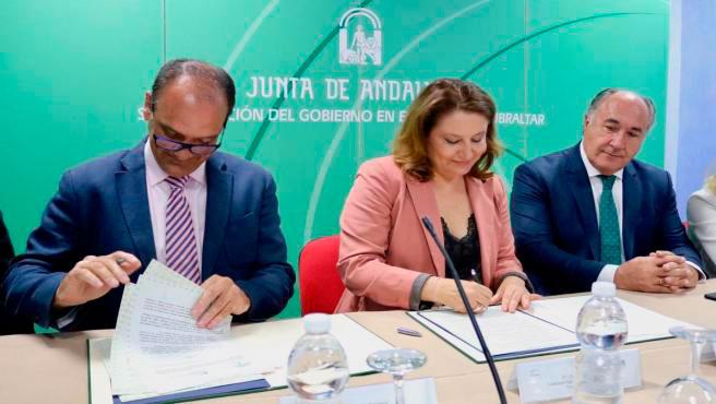 Firma del convenio con la Junta de Andalucía