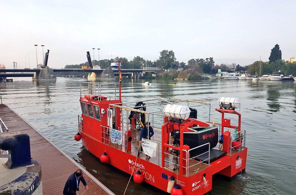Así es el catamarán multipropósito del Puerto de Sevilla: recoge basuras marinas y toma datos de agua